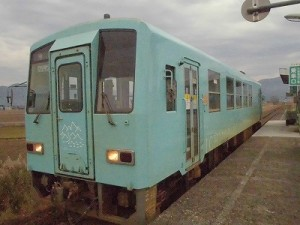 足羽駅はこんなところでした。 発車した列車/どこまでもアマチュア