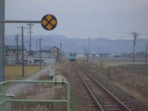 足羽駅はこんなところでした。 ホームから遠のく列車/どこまでもアマチュア