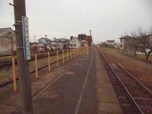 越前東郷駅を見てきました。 プラットホームの奥方向の様子/どこまでもアマチュア