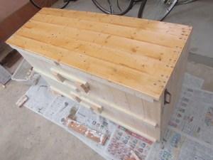 日曜大工教室~我流か自己流か編~ ペンキを天板から塗りはじめ/どこまでもアマチュア
