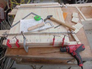 日曜大工教室~我流か自己流か編~ 反対側の桟にクランプたくさん使用/どこまでもアマチュア