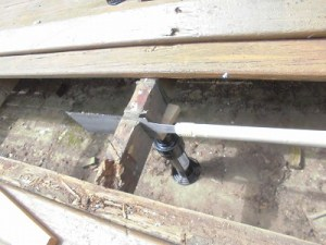 日曜大工教室~基礎からやり直し編~ 根太の腐食部分の切断/どこまでもアマチュア