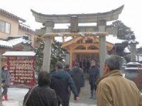 拝殿正面の鳥居