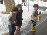 タップダンスのリハーサルに集まる子供たち