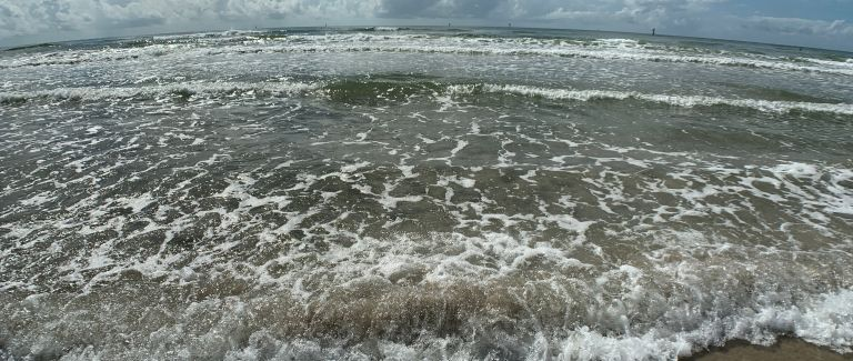 A slightly fish eyed view of the waves.