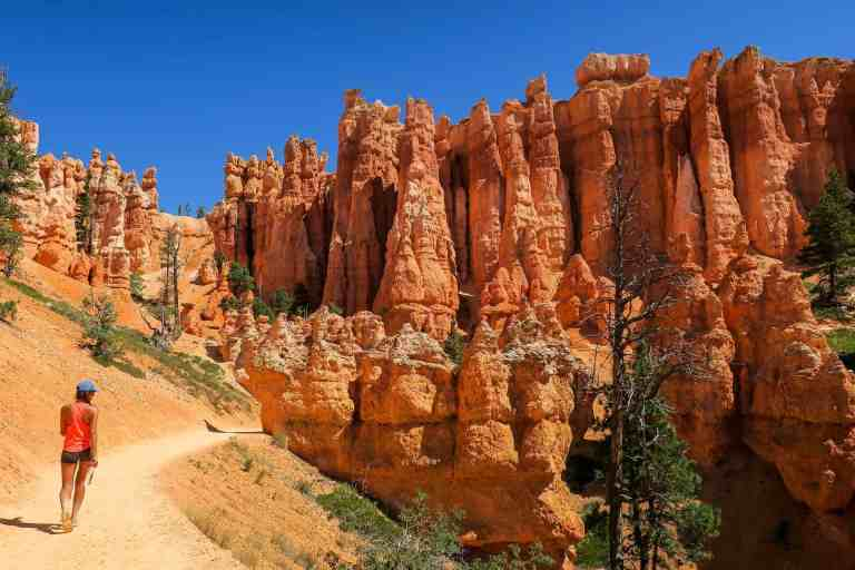walking trail in bryce canyon
