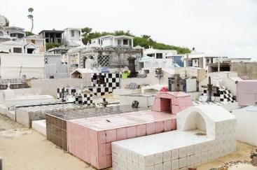 Typischer Friedhof auf Gudadeloupe