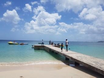 Locals am Samstag am Grand Anse Beach