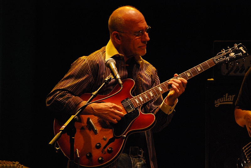 Mr. 335 Larry Carlton
