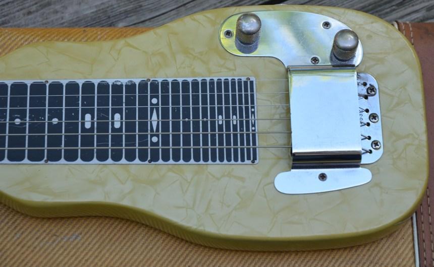 FenderLP4
