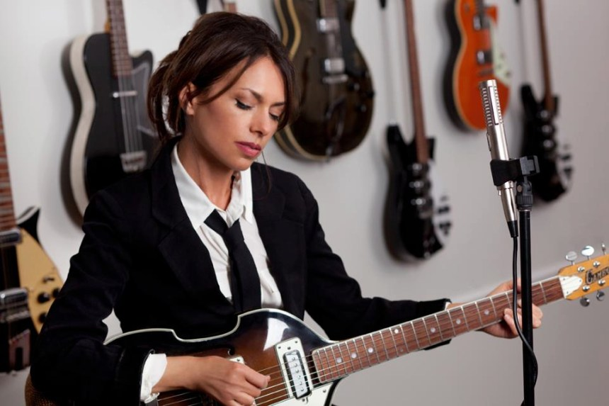 Susanna Hoffs with her Cameo