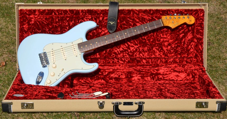 '63 Stratocaster Tribute in Blond Fender case
