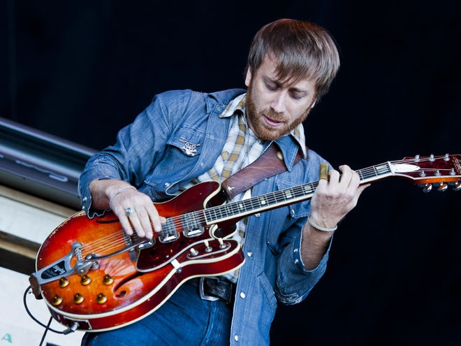 Dan Auerbach of the Black Keys with his Harmony H78