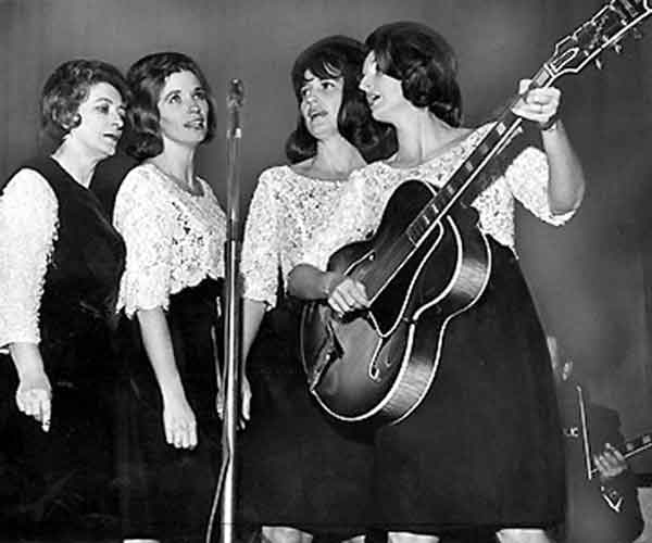 Mother Maybelle with her Gibson L5 with the Carter Sisters