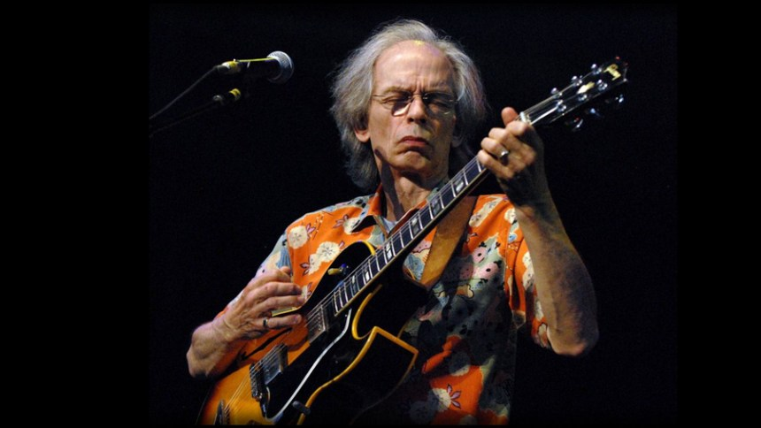 Steve Howe with his Gibson ES-175