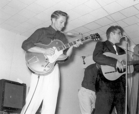 Scotty with his 1952 ES-295, Bill and Elvis - Ray Butts amp in back