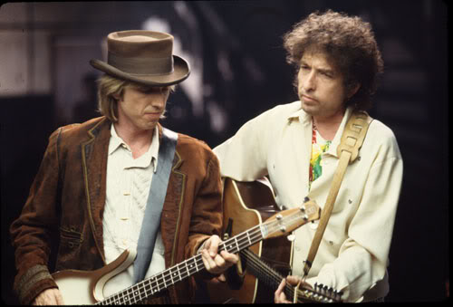 Tom Petty playing Danelectro Longhorn Bass with Bob Dylan