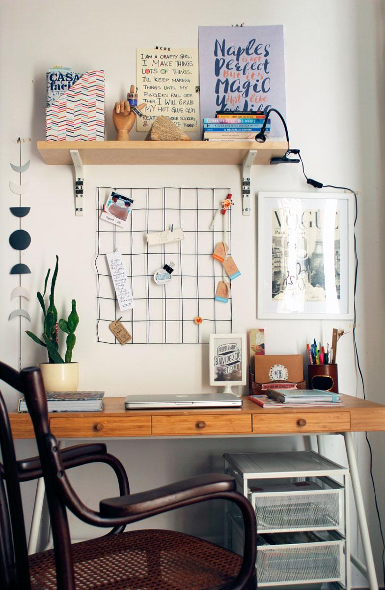 5 consigli per un piccolo ma accogliente angolo studio for Scrivania angolo ikea