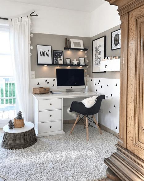 angolo scrivania in casa