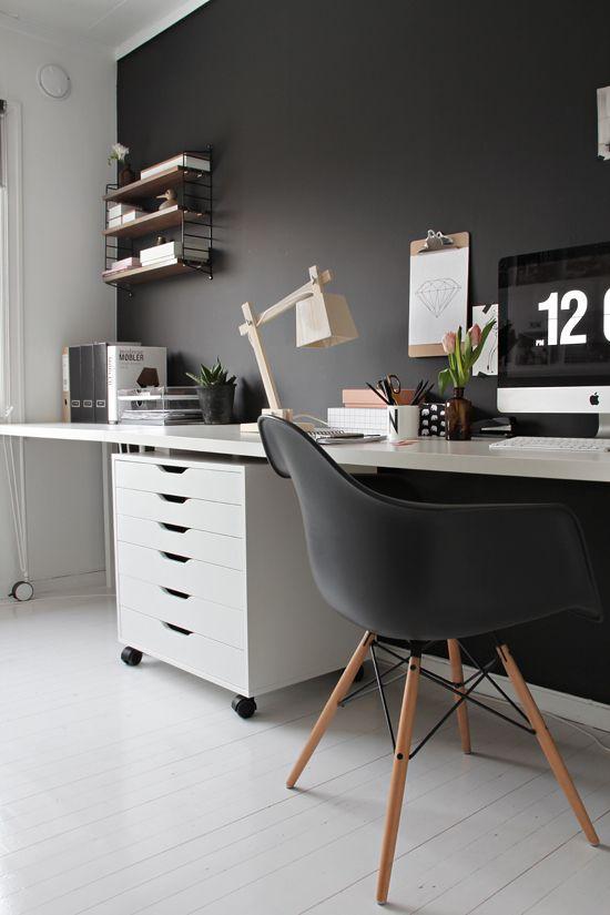 scrivania con lampada design muuto