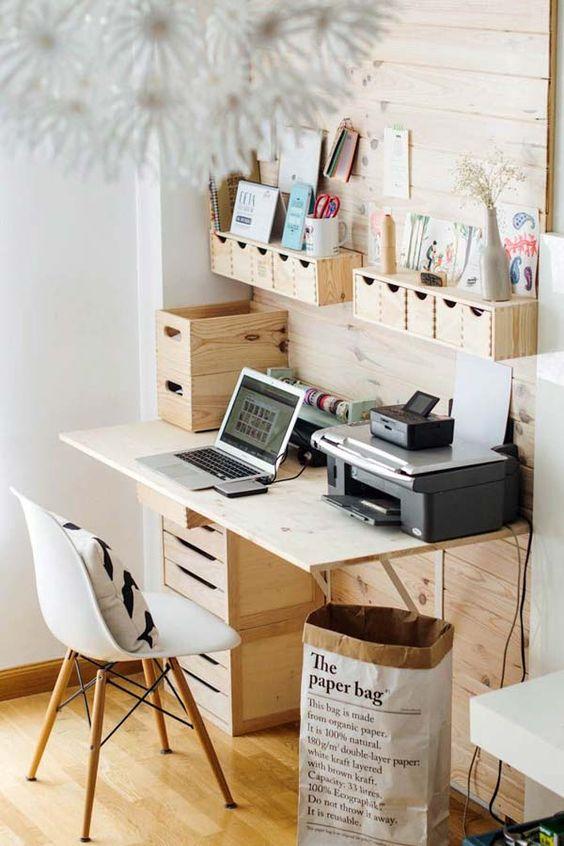 angolo scrivania con soluzioni scaffali