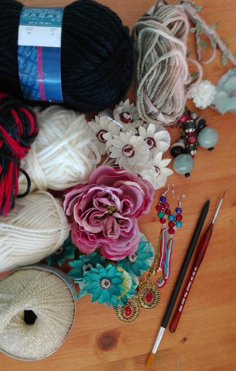 lana e fiori per progetto fai da te dedicato a frida khalo