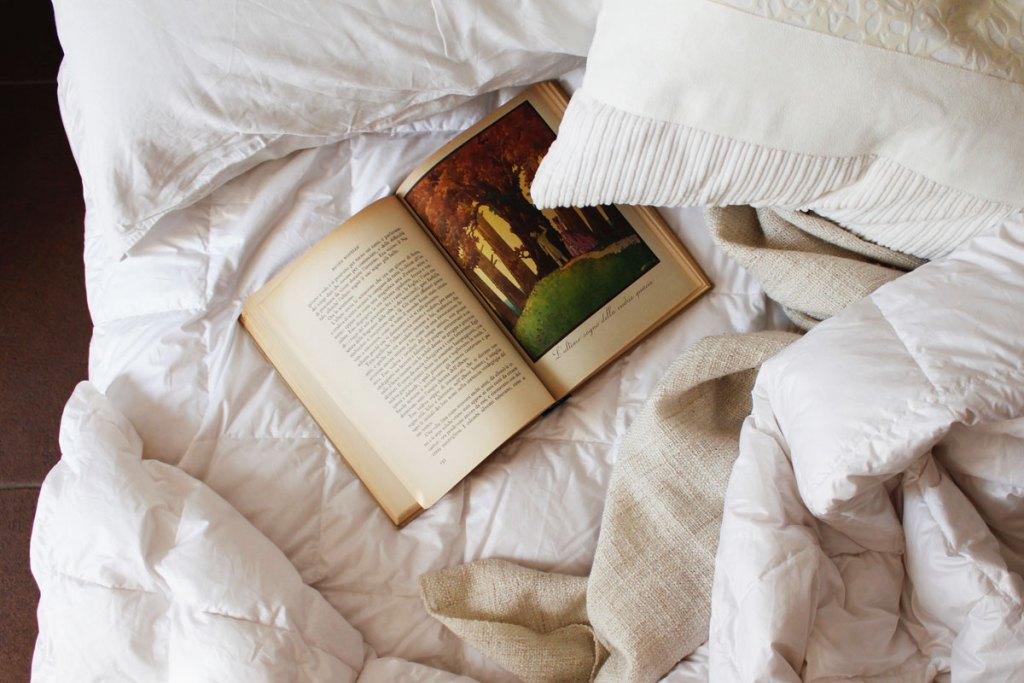 letto matrimoniale con libro e piumino d800 mid season danunestep