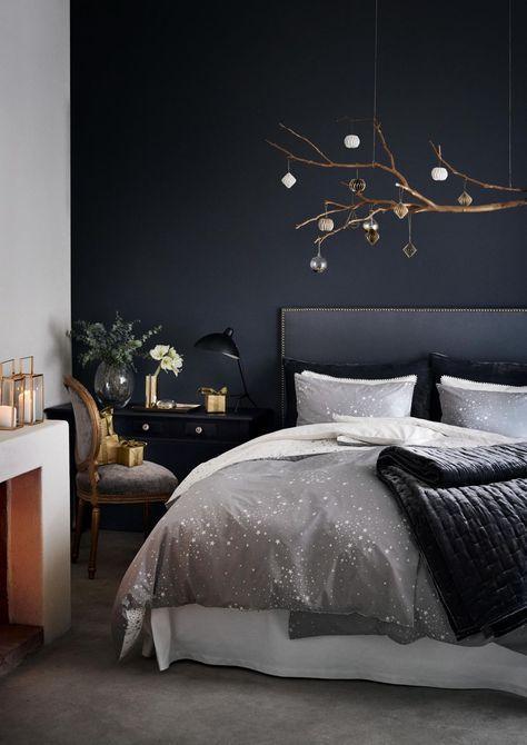 camera da letto con parete nera