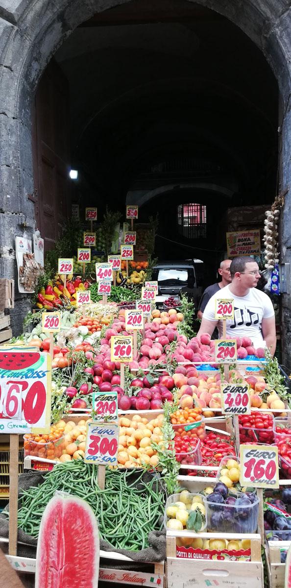 banchi frutta rione sanità napoli