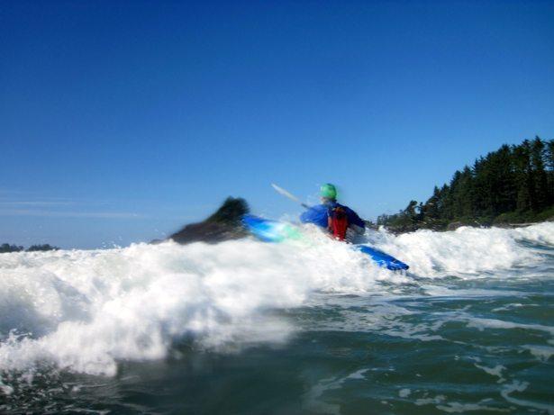 tim kayak surfing
