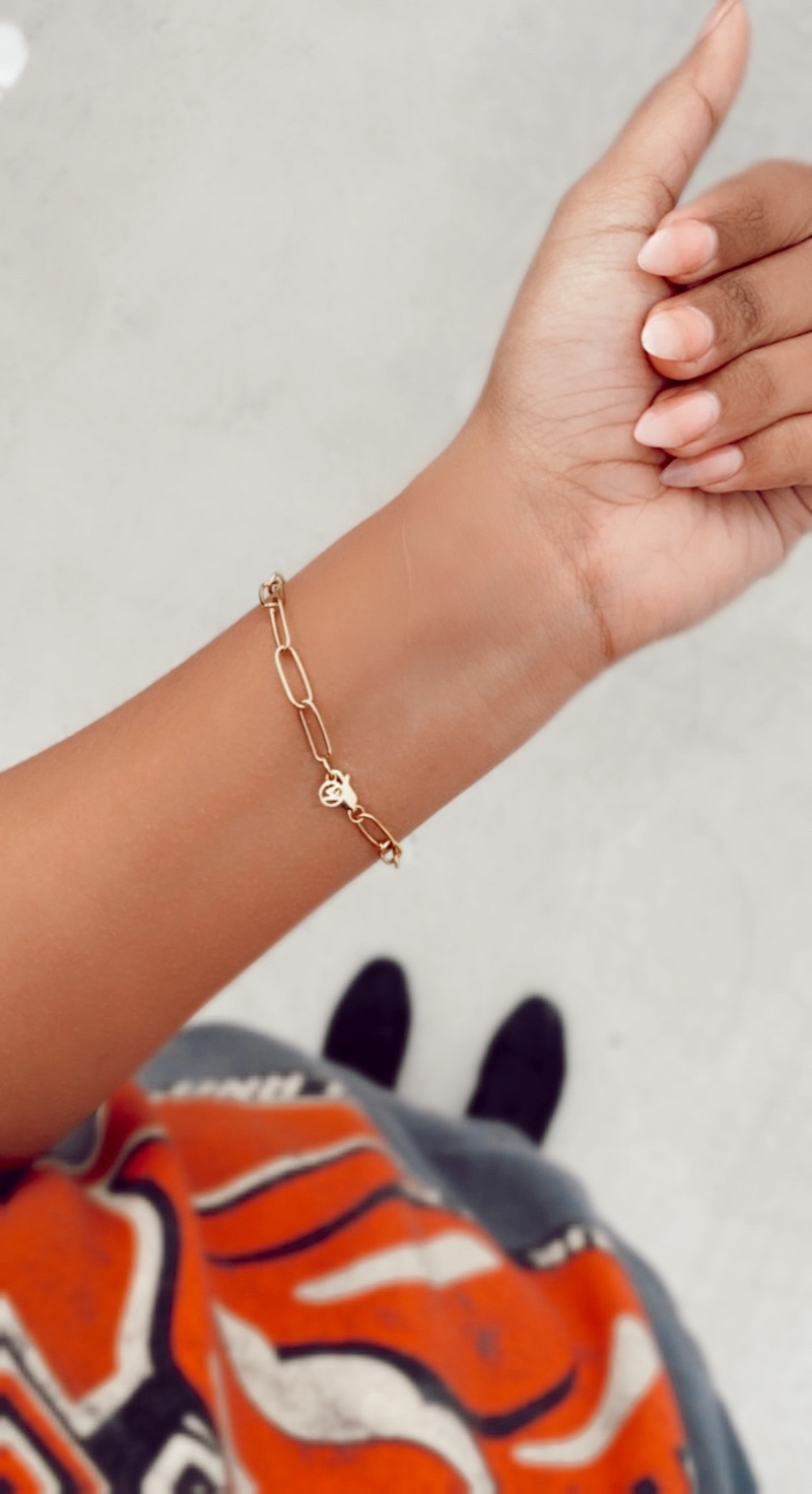 Woman wearing gold mejuri bold link chain bracelet