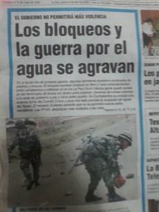 La situación se agrava, bloqueos crecen en Chuquisaca y La Paz (La Razón, abril del 2000)