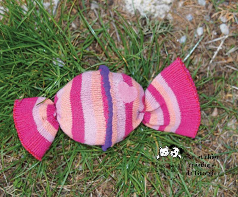 Bonbon coloré jouet créé par Georgia pour chat et chien