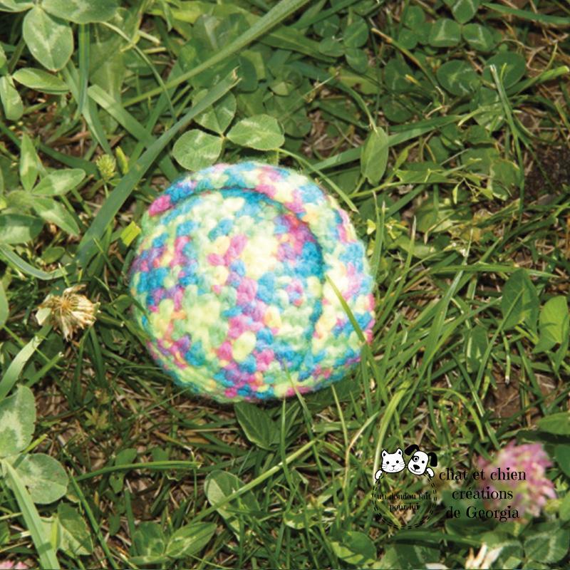 Ballanse bariolée, de la catégorie balle, jouet pour chat et chien créé par Georgia