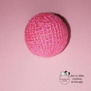 Ballaine rose scintillante, balle créée par Georgia pour chat et chien