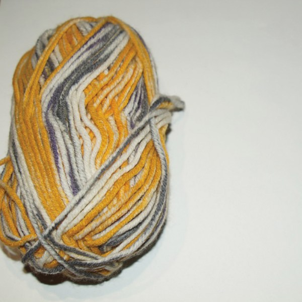 Laine bariolée coloris gris-ocre-blanc