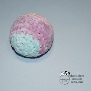 Ballaine velours couleur pastelle, jouet pour chat et chien créé par Georgia