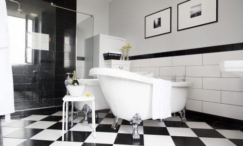 chateau de jalesnes hotel suite bathroom loire valley france