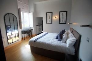 chateau de jalesnes hotel suite bed loire valley france