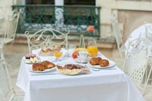 chateau de jalesnes breakfast loire valley france