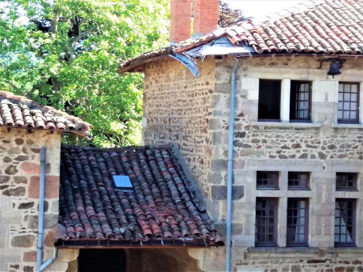 Saconay - Gros dégats sur les toits