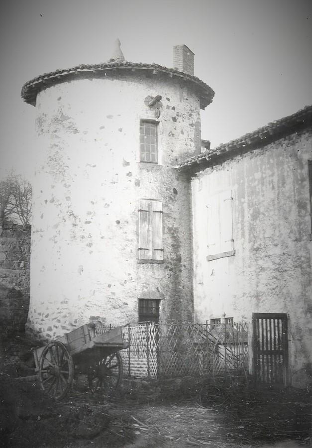 Saconay - Les 4 tours sont antérieures au XIV° siècle