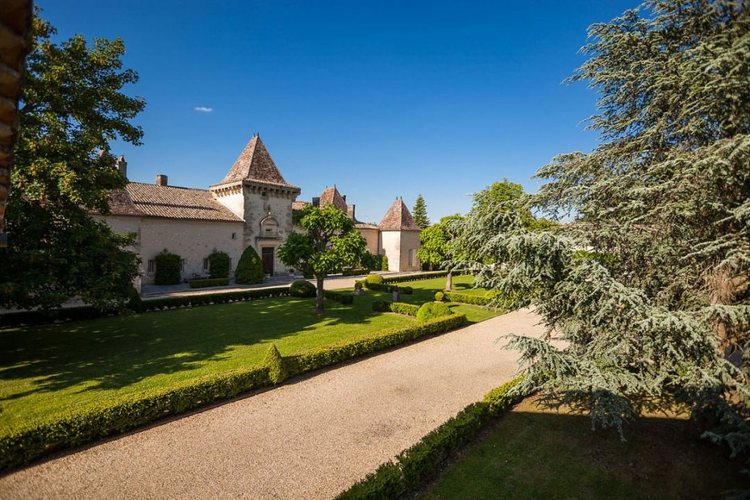 Château de la Falaise Exterior Drive