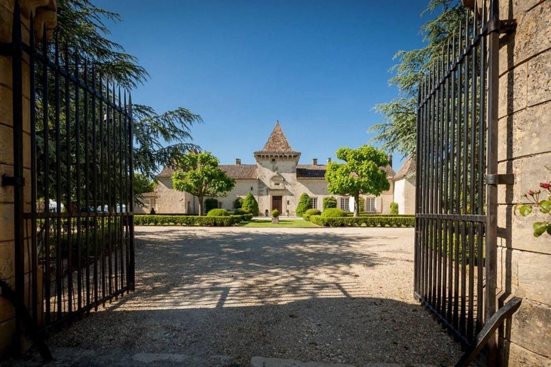 Chateau de la Falaise Exterior