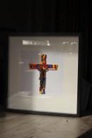 chat-maigre-crucifix-cadre-couleur-1
