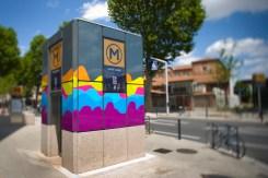 Tenue d'ete pour la la ligne B : Adhesivage de l'edicule d'ascenseur de la station Saint Agne SNCF.