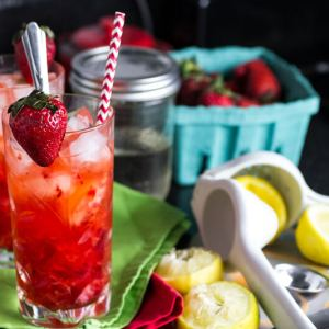 You don't need a pitcher when you make strawberry lemonade for one! | chattavore.com