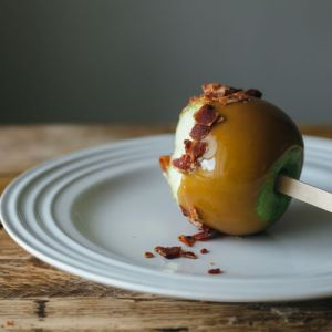 This Halloween, why not make your own candy? I dug up ten great candy recipes from fellow bloggers, like these bacon caramel apples from My Name is Yeh, for you! | chattavore.com