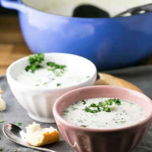 This creamy potato-leek soup is warm, rich, and flavorful but so simple (only 6 ingredients!) and easy. It may become your favorite soup! | recipe from Chattavore.com