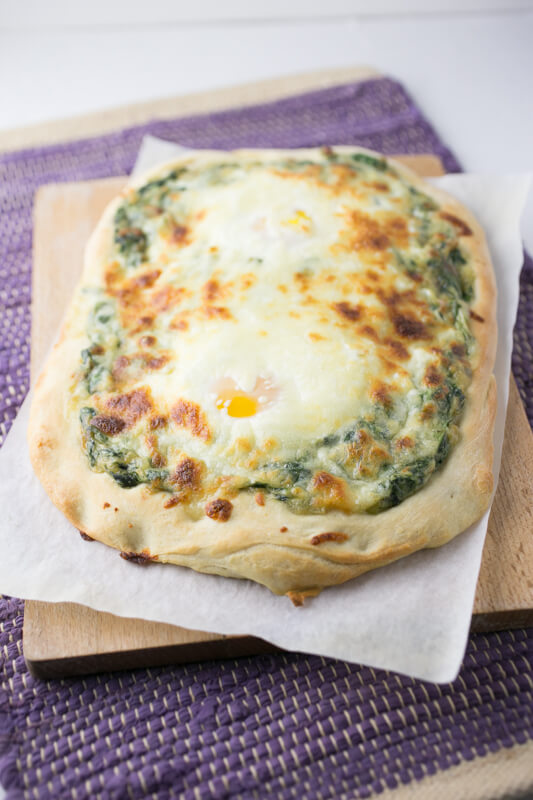 Eggs Florentine pizza is surprisingly easy and a delicious, out-of-the-box breakfast or brunch. It's perfect to serve to Mom on Mother's Day! | Recipe from Chattavore.com